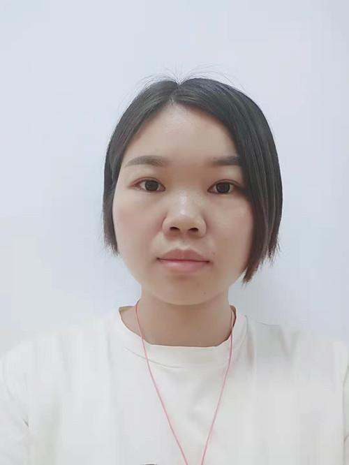 李素芳<br /> 中级会计师、从事会计工作10年
